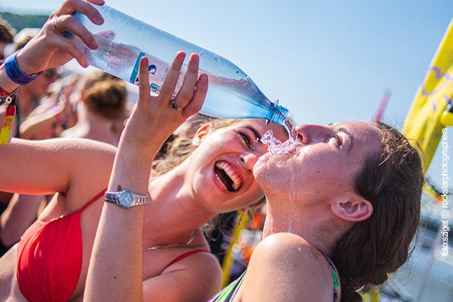 Survival Trinken bei einem Festival